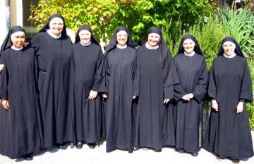 La nuova Preside Madre Monica con il suo Consiglio