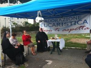gazebo sulle vie della parrocchia con l'adorazione eucaristica!